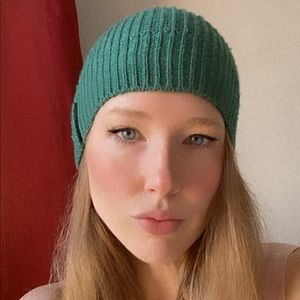 Zara beanie in forest green, perfect condition.